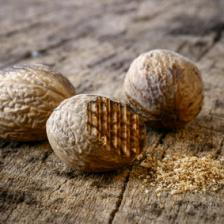 Nutmeg health benefits and therapeutic value