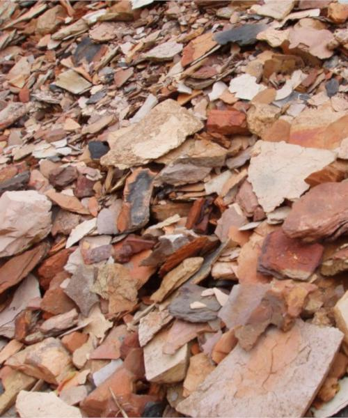 Tan-colored shale mulch