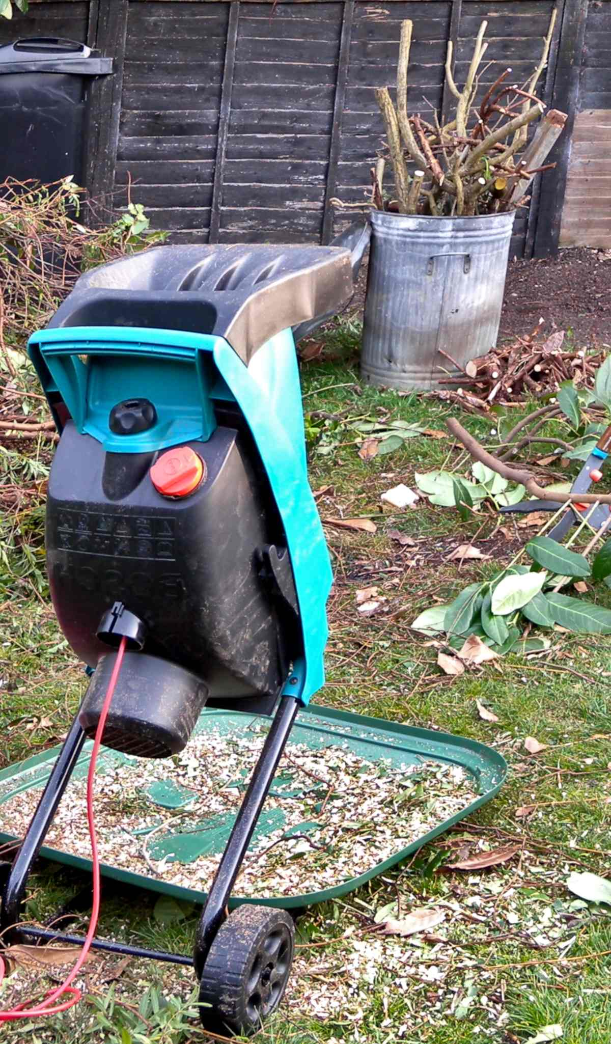 Shredder used to reduce branches